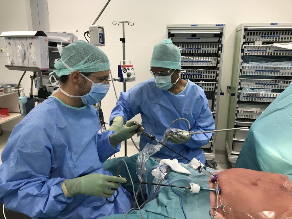 Dr Allemann au bloc opératoire
